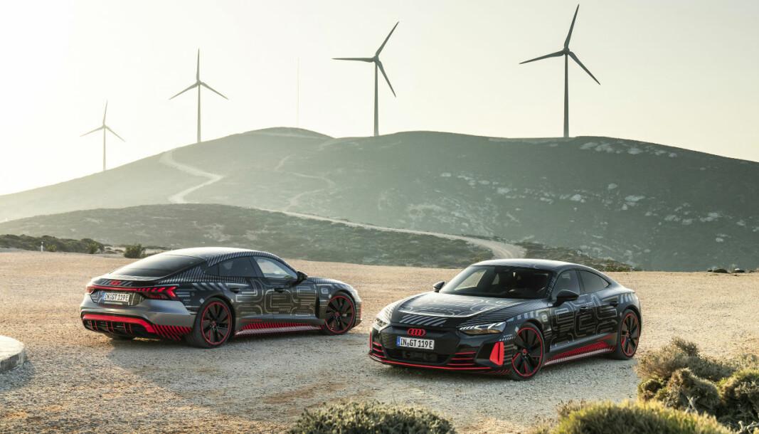 """<span class=""""font-weight-bold"""" data-lab-font_weight_desktop=""""font-weight-bold"""">FØRSTE TYSKPRODUSERTE:</span> Audi e-tron GT blir den første elbilen produsert i Tyskland fra de fire ringene."""