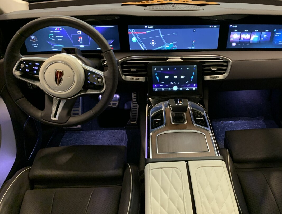 GEDIGENT: Hongqi er en premium-SUV med alt det nyeste av teknologi. Prisen starter på 620.000 kroner, denne topputstyrte versjonen koster 780.000.