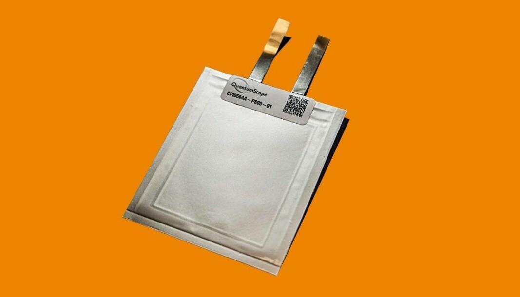 HELLIG GRAL: Denne tilsynelatende enkle posecellen fra QuantunScape kan bidra til å revolusjonere elbilindustrien.