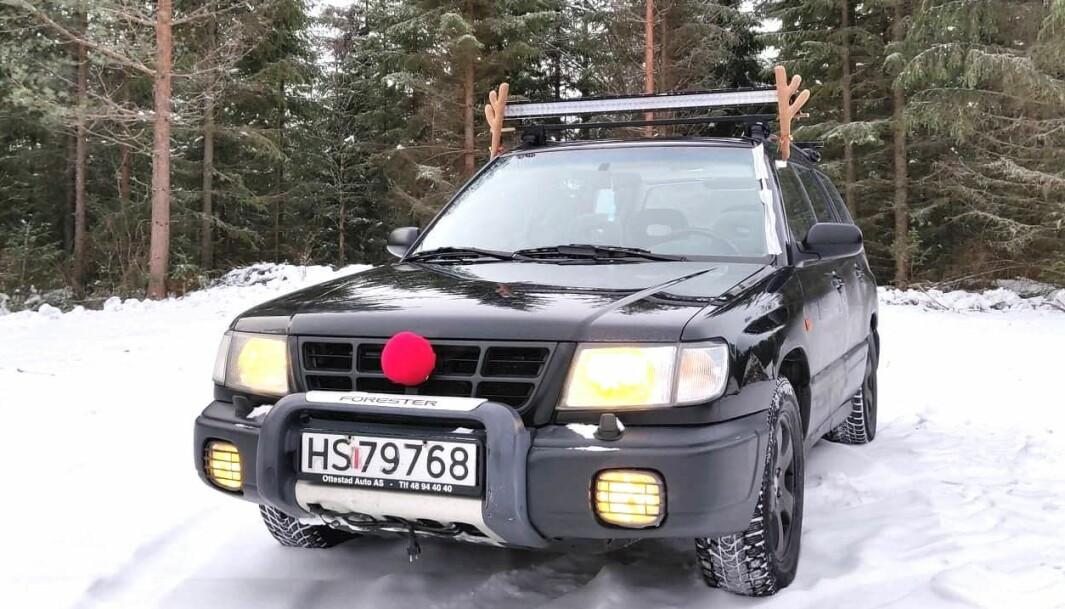 """<span class=""""font-weight-bold"""" data-lab-font_weight_desktop=""""font-weight-bold"""">SUBARUDOLF: </span>Reinsdyret Rudolf har blitt til en Subaru som er rød på nesen, unnskyld: grillen"""