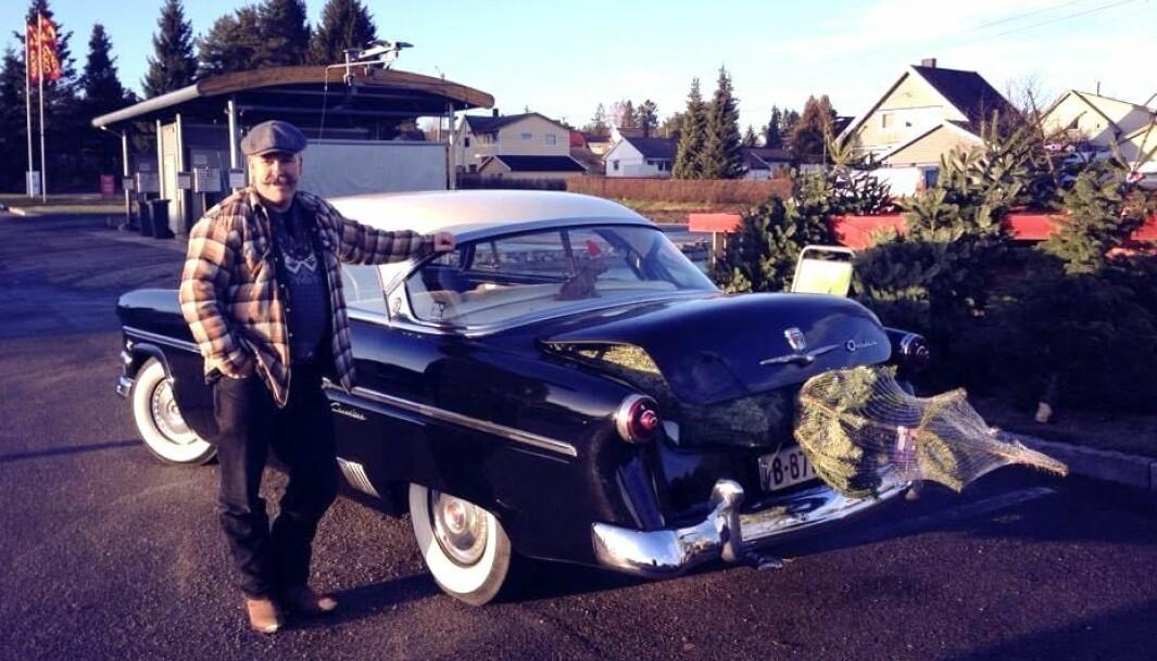 """<span class=""""font-weight-bold"""" data-lab-font_weight_desktop=""""font-weight-bold"""">GRANBIL: </span>Tormod Magelssen omtaler sin amerikanske Ford som forholdsvis kompakt – men får stappet inn det aller meste, også et røslig juletre."""