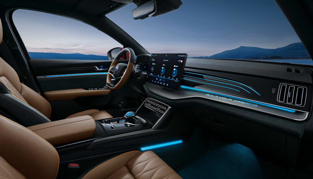 TIDSRIKTIG: Spesifikasjonene på den store SUV-en Tang EV fra BYD minner om Audi e-tron, men til en lavere pris. Den store skjermen kan dreies - loddrett/ vannrett.