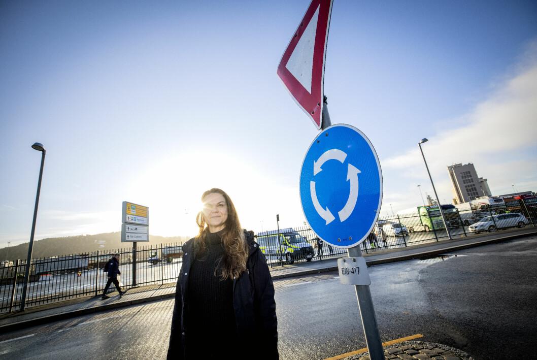 DET GÅR IKKE TRILL RUNDT FOR ALLE: Folk er generelt flinke i rundkjøringer, men det er enkelte situasjoner mange synes er kompliserte, forteller seniorrådgiver for trafikksikkerhet i NAF Marianne Søhagen.