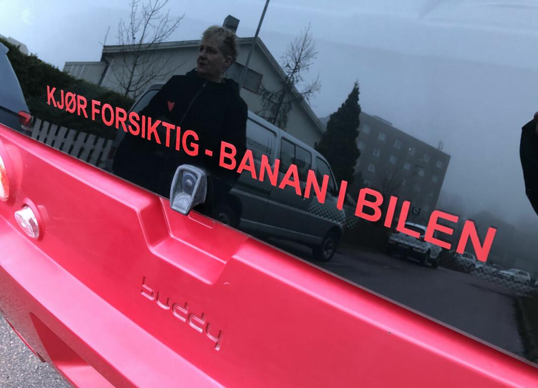 """<span class=""""font-weight-bold"""" data-lab-font_weight_desktop=""""font-weight-bold"""">BANANAS: </span>Randi Kveine og Gisle Erlien har barna ute av redet, men elbilen er fortsatt som et familiemedlem."""