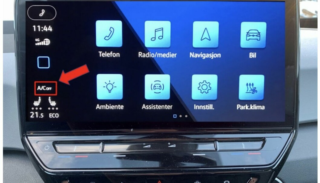 AV: Med bilder og piler gir VW instrukser om hvordan klimaanlegget skrus av.
