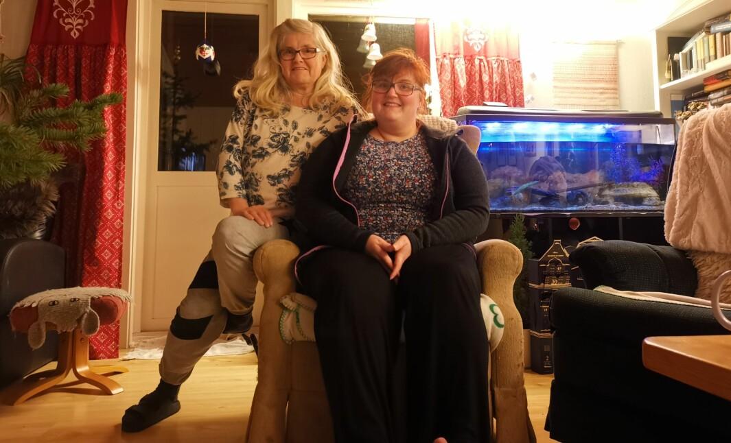 """<span class=""""font-weight-bold"""" data-lab-font_weight_desktop=""""font-weight-bold"""">SUBARU-STUE: </span>Tone Wenche Johansen og datteren Siril Edvarda Johansen på Helgelandskysten har hatt Subaru i blodet – og familien – siden 1986."""