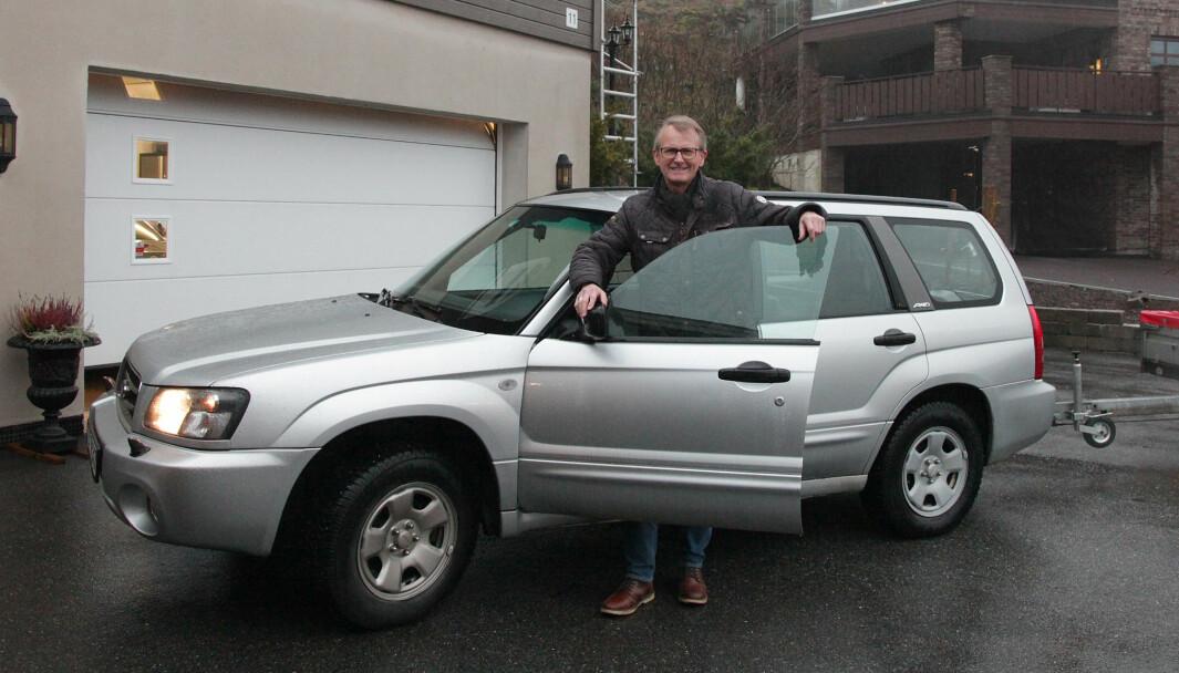 FORESTER-TILHENGER: Morten Larsen har levd et helt liv med biler som jobb og hobby, og sverger til Subaru Forester til alt som har med hverdagen å gjøre.