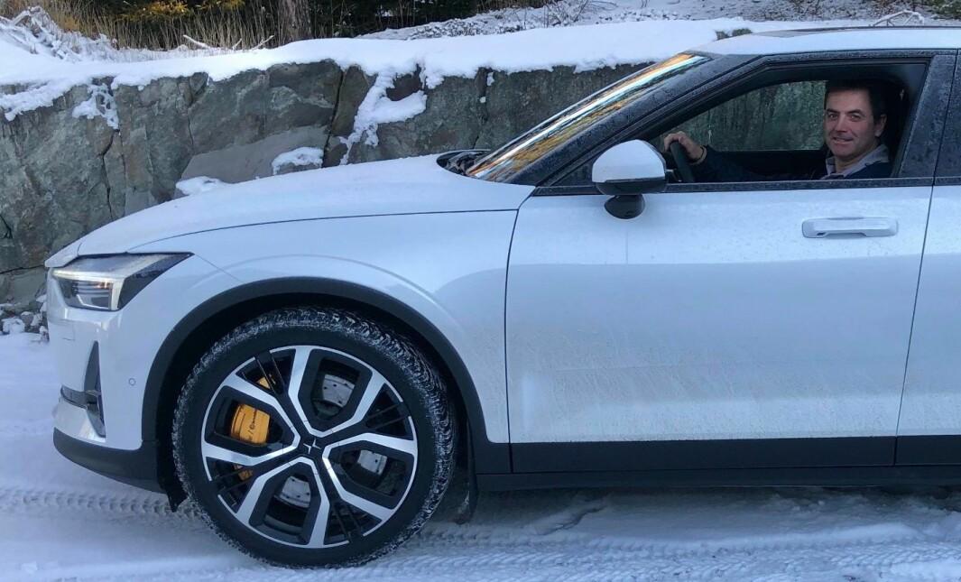 "<span class=""font-weight-bold"" data-lab-font_weight_desktop=""font-weight-bold"">INN FRA SIDEN:</span> Notodden-mannen Ivar Thomle Hoelsæter liker at Polestar kom inn fra sidelinjen og at bilene har blitt et solid alternativ til Tesla og dets like. Sine tre, klassiske bensintørste Porscher beholder han likefullt."