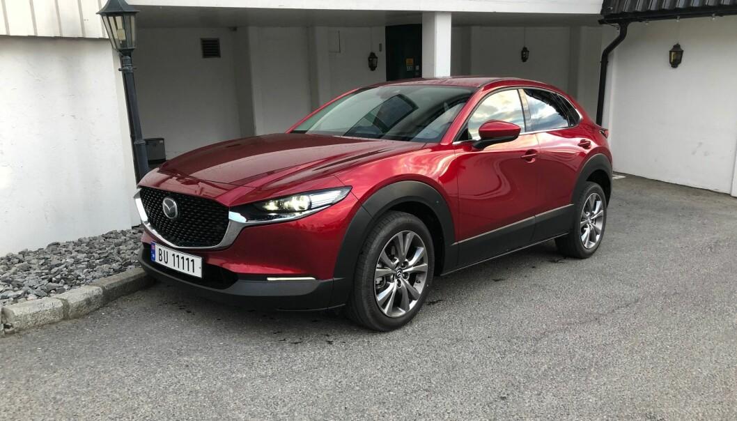 """<span class="""" font-weight-bold"""" data-lab-font_weight_desktop=""""font-weight-bold"""">BENSIN-SUKSESS:</span> Mazda CX-30 var den mest solgt blant bensinbilene i 2020, og det er lett å forstå hvorfor."""