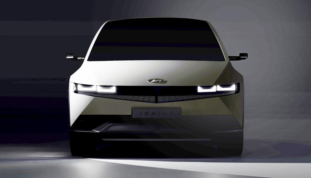 THE MATRIX: Hyundais kommende elbil, med frontlykter bestående av matriser av piksellamper, representerer et teknologisk løft for koreanerne, som skal sørge for at de holder plassen sin i ledersjiktet innen elbil.