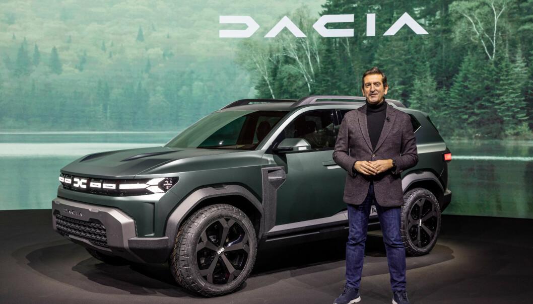 "<span class=""font-weight-bold"" data-lab-font_weight_desktop=""font-weight-bold"">SUV-KONSEPT: </span>Dacia Bigster ble presentert av designeren Alejandro Mesonero-Romanos."