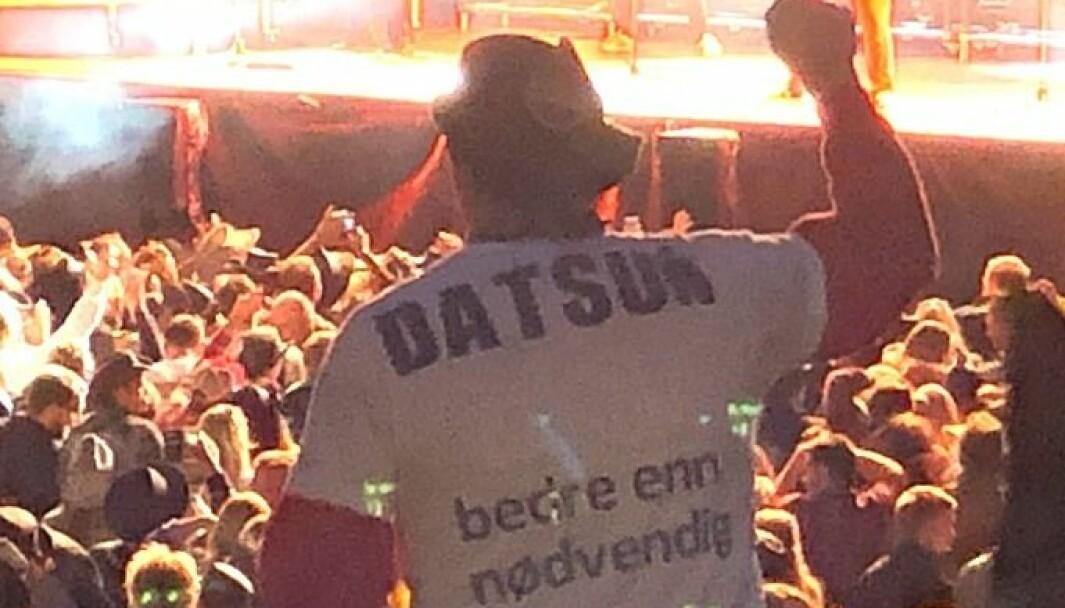"""<span class=""""font-weight-bold"""" data-lab-font_weight_desktop=""""font-weight-bold"""">UTSTRÅLING: </span>Kjetil Rannstad går nødig på konsert uten den hjemmelagde t-skjorta med påskriften «Datsun – bedre enn nødvendig»."""