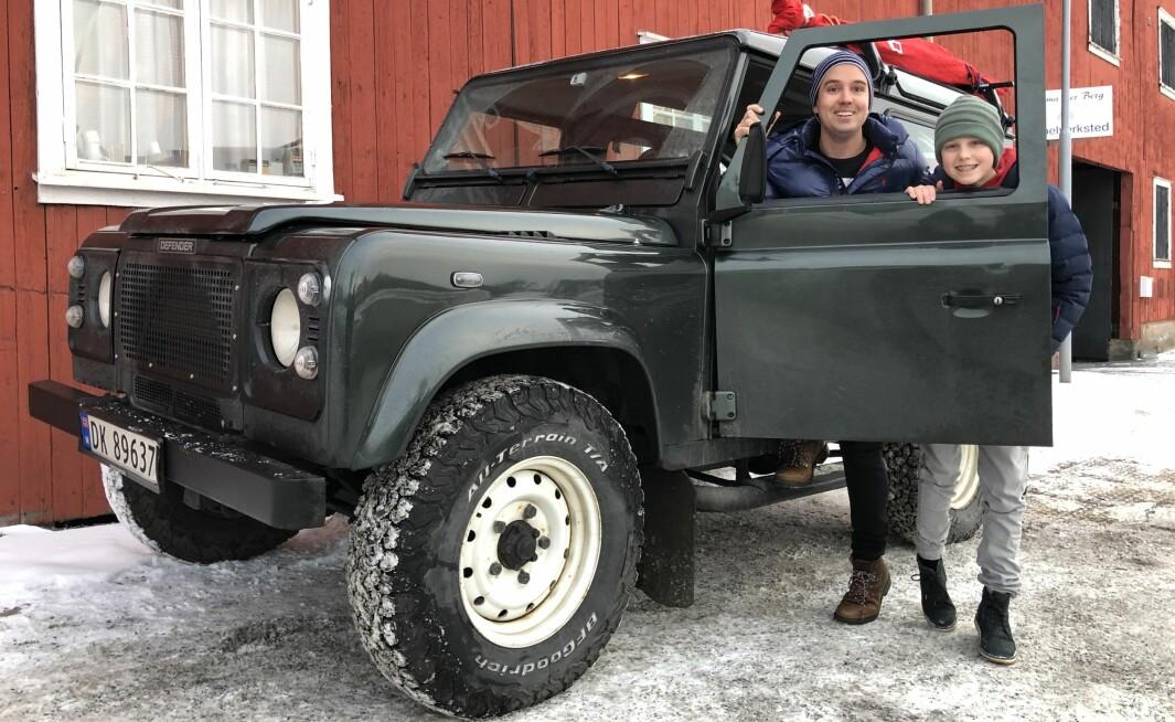 """<span class=""""font-weight-bold"""" data-lab-font_weight_desktop=""""font-weight-bold"""">DØRÅPNER: </span>Far og sønn Jebsen tenker at Land Rover i bunn og grunn handler om å lære å ta vare på ting – og mennesker – man er glad i."""