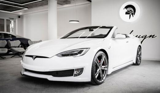 Tesla Model S åpner seg