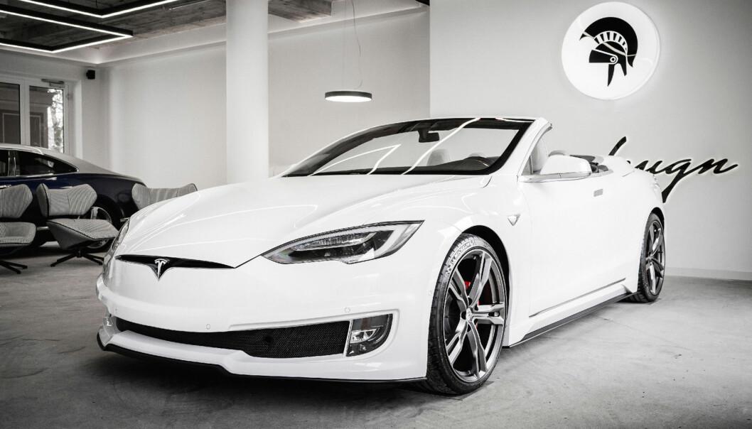KAPPET TAKET: Designselskapet Ares står bak denne åpenbaringen av en Model S.