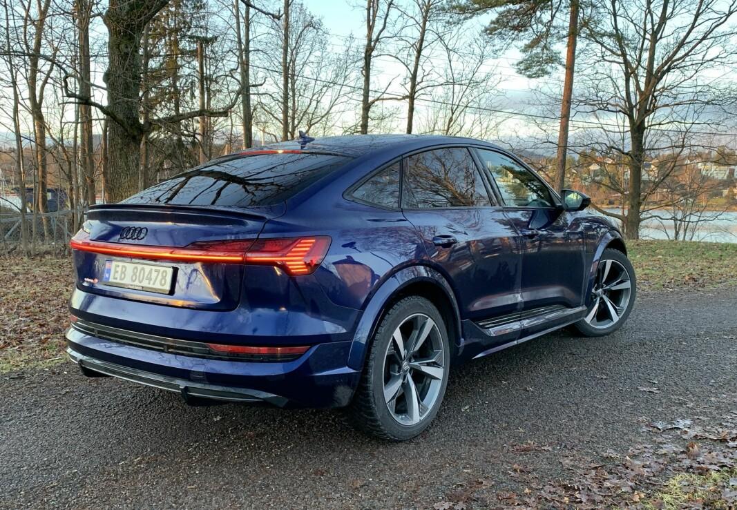 """<span class="""" font-weight-bold"""" data-lab-font_weight_desktop=""""font-weight-bold"""">SUV?</span> Nei, med «Sportback» har nok Audi valgt en riktigere betegnelse på denne bilen. Selv om bakkeklaringen kan økes med opptil 7,6 cm og den har firehjulsdrift."""