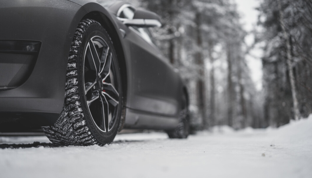 NESTE GENERASJON: Det kommende Nokian Hakkapeliitta 10 EV på en Tesla Model 3.