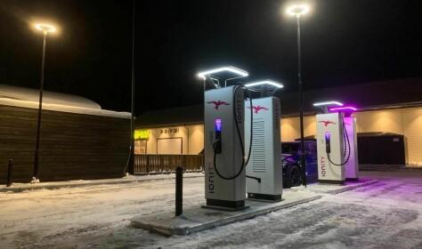 Ionity med fire lynladestolper på Nordmøre