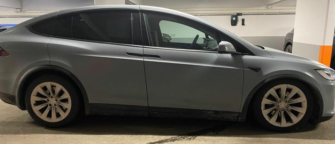 Plutselig blir Teslaen «helt uten demping»