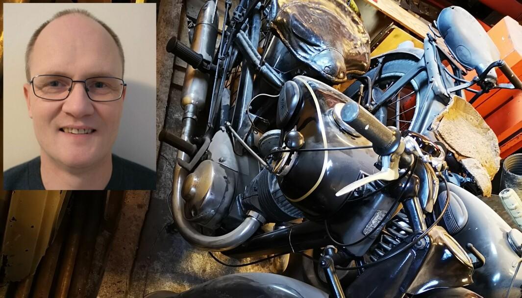 DROSJE?: Denne gamle motorsykkelen til Øystein Lone (innfelt) kan ha blitt forvekslet med Bergens-drosjene.