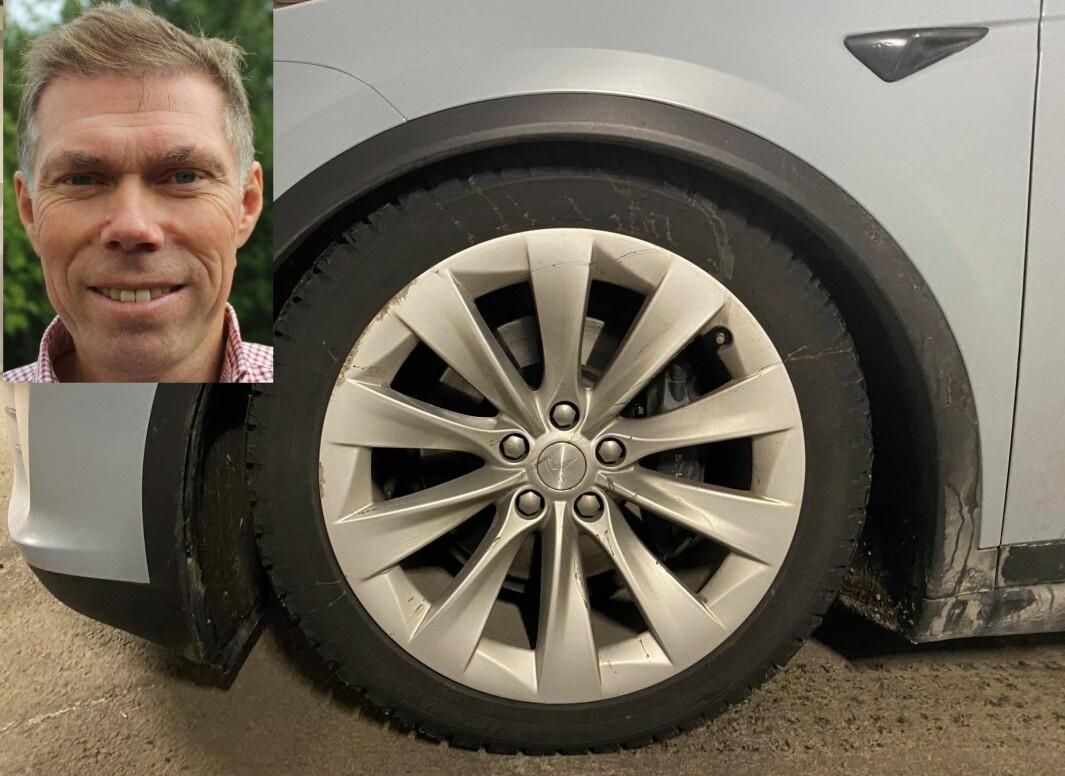 DEFEKT: Slik så Teslaen til Jan-Tore Dannemark (innfelt) ut. Bilen på bildet er bilen til en bekjent av Dannemark, som opplevde nøyaktig det samme med sin bil.