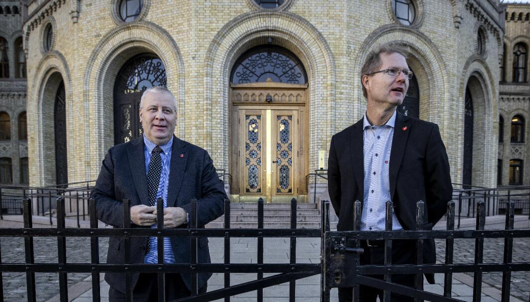 NEI TIL «SKAL»: Frps samferdselspolitikere Bård Hoksrud (t.v.) og Tor André Johnsen mener 2025-målet er uten rot i virkeligheten.