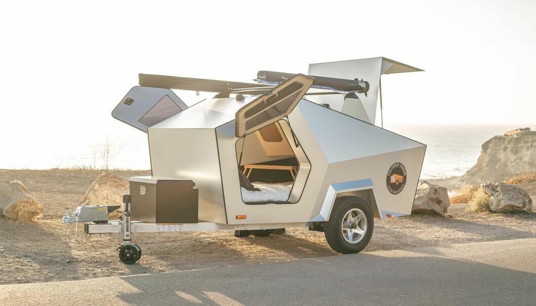 LETTVEKTER: Denne lille campingvognen veier bare 345 kilo, det betyr at det kan bli aktuell for mindre elbiler.