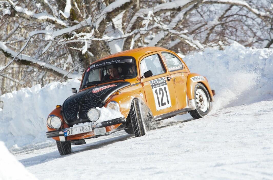 "<span class=""font-weight-bold"" data-lab-font_weight_desktop=""font-weight-bold"">PÅ SKRÅSS: </span>Når Torhild Hallre pløyer løypene i Rallye Monte-Carlo Historique får rallyførere fra hele verden hard konkurranse."