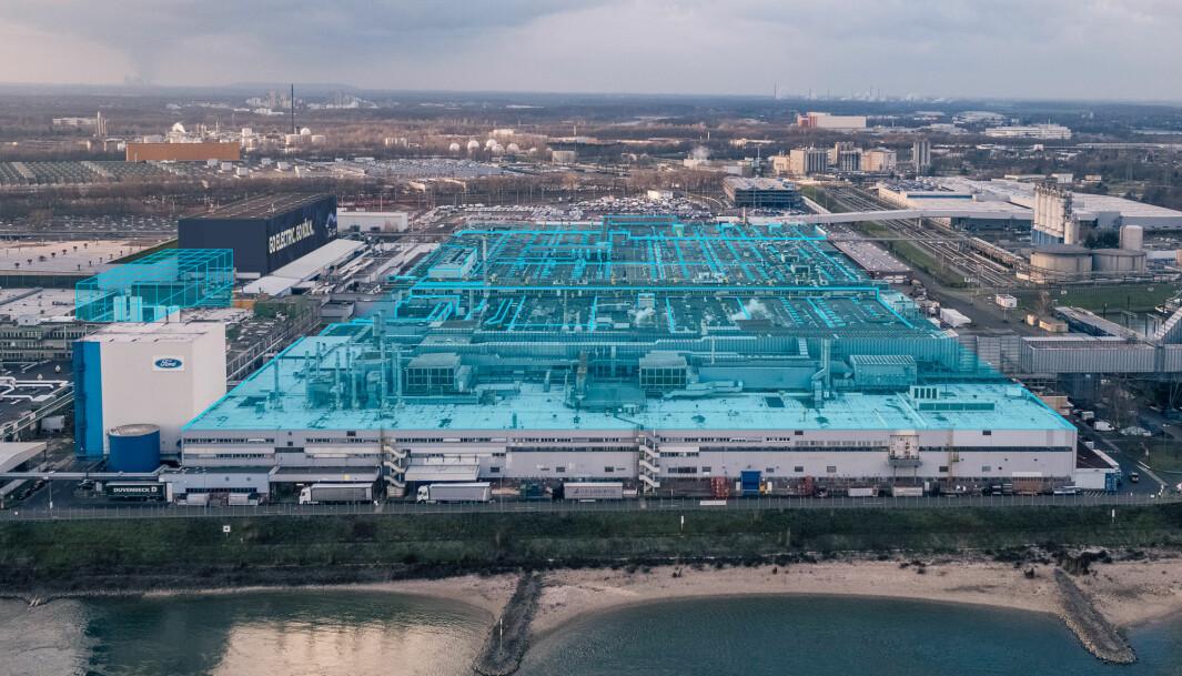 """<span class=""""font-weight-bold"""" data-lab-font_weight_desktop=""""font-weight-bold"""">SATSER STORT: </span>Ford investerer tungt i sin fabrikk i Köln for å produsere elbiler i det europeiske markedet-"""
