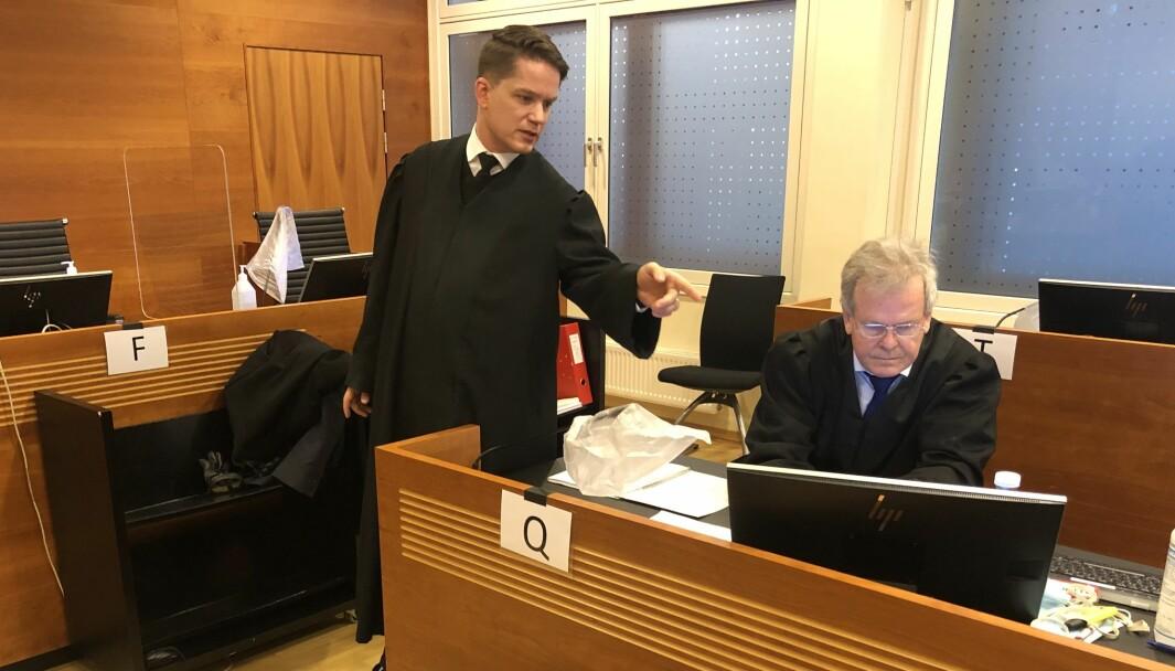 KREVER FRIFINNELSE: Forsvarer, advokat Olle Nohlin (t.v.), kom med sterk kritikk mot politiadvokat Nils Vegard (t.h.).