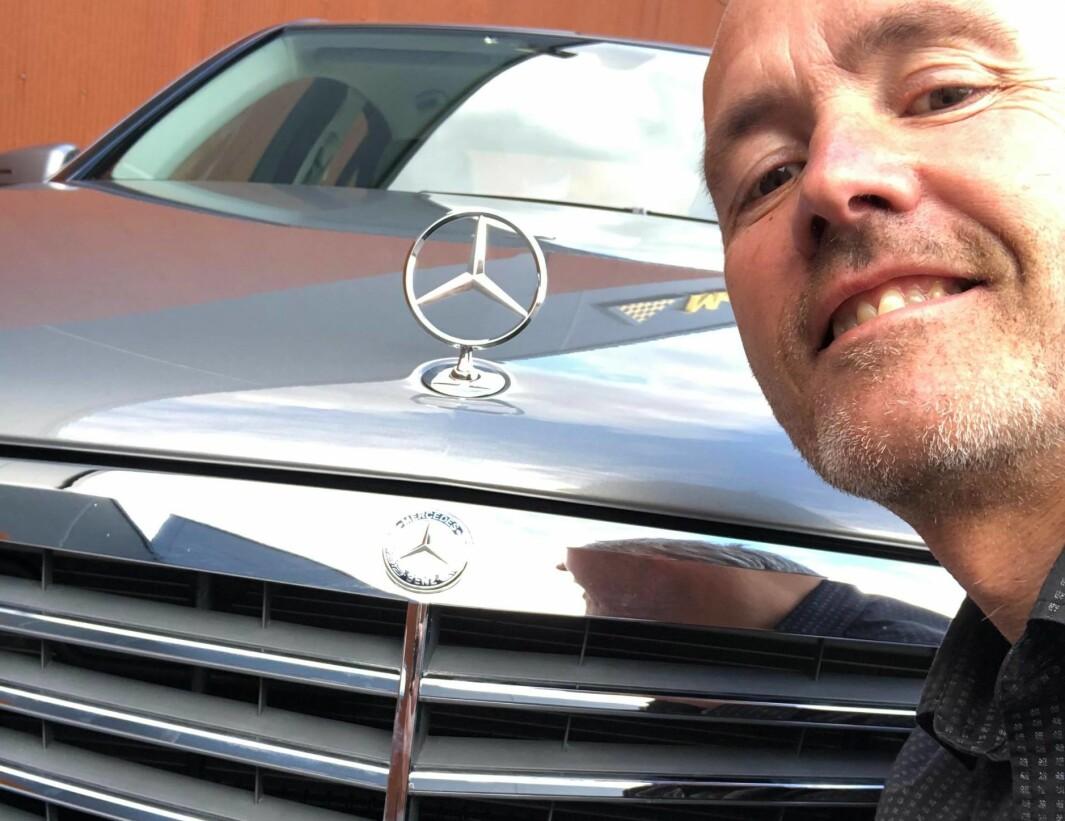 """<span class=""""font-weight-bold"""" data-lab-font_weight_desktop=""""font-weight-bold"""">GRILLEKSPERT: </span>Mercedes-entusiast Harald Morten Utness savner tiden da merkets modeller hadde stående stjerne i grillen."""