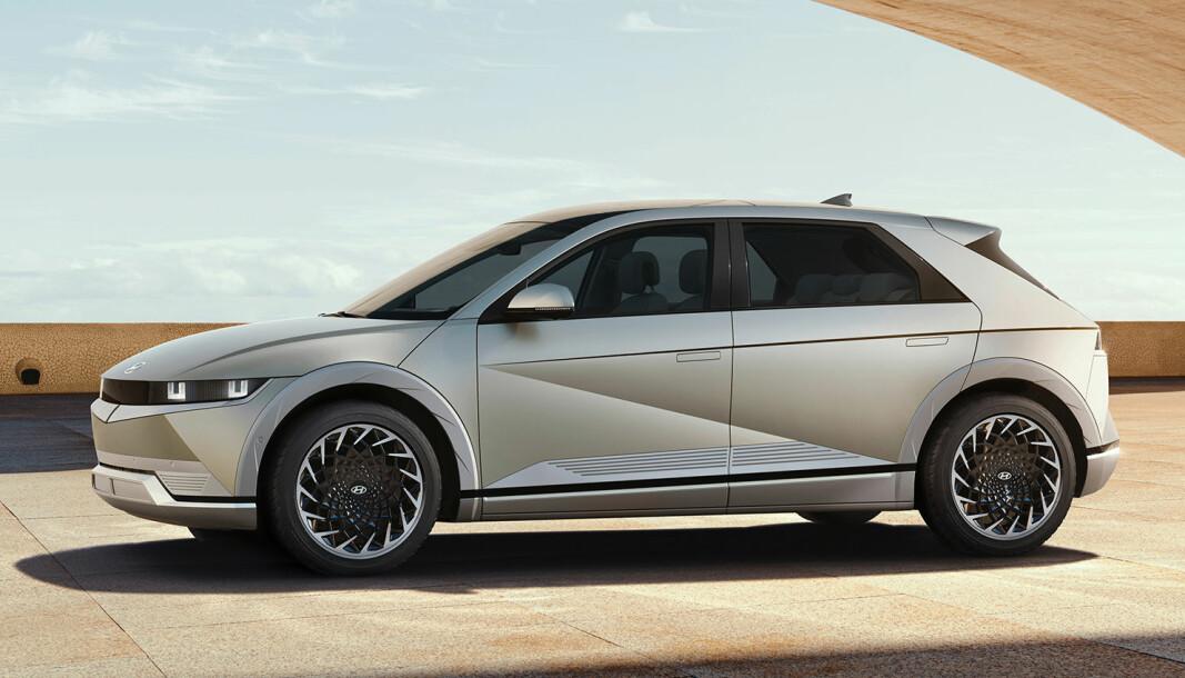 BARE SE ...: Men ikke kjøre. Hyundai Ioniq 5 ble i dag presentert for offentligheten. Dessverre gjorde tekniske problemer at vordende kjøpere må smøre seg med tålmodighet.