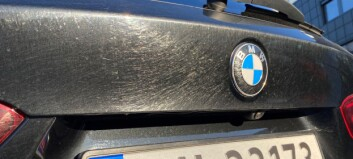 Splitter ny bil fikk lakken ødelagt i vaskehallen