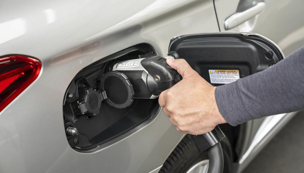 IKKE GRØNN NOK: I Green NCAPs nyeste testrunde ble Mitsubishi Outlander PHEV bedømt mindre miljøvennlig enn de beste diesel- og bensinbilene.