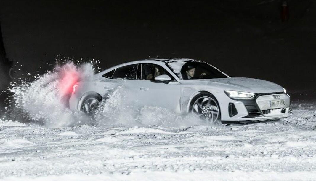 MORO: Firehjulsdrift og norsk vinter gjør det ekstra gøy å ratte en Audi e-tron GT. Framkommeligheten på vinterføre er meget god med luftfjæring som kan heve bilen.