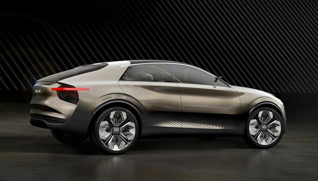 NÆRMER SEG: Kias kommende elbil, EV6, bil basere seg på denne konseptbilen, kalt «imagine by Kia». Den skal følge opp det som er blitt en tradisjon med design i sentrum.