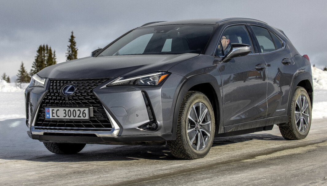 BILLIGERE: Takket være gunstigere valutakurser, og i møte med tøffere konkurranse, setter Lexus prisene ned på sin elbil, UX 300e.