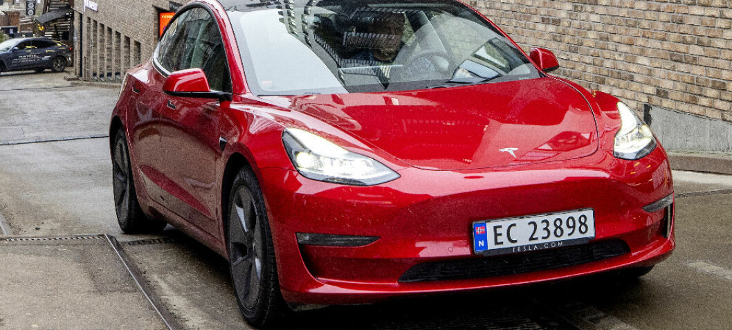 Tesla kutter prisen på Model 3