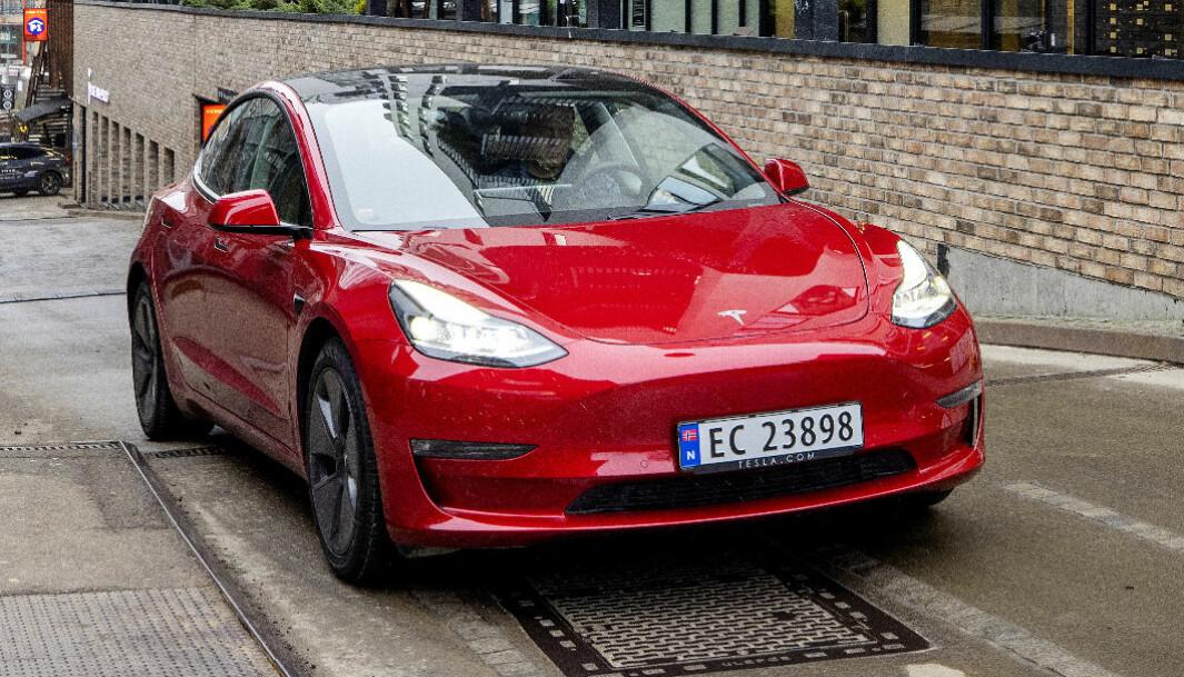JUMBO: Tesla kritiseres for å love mye mer enn det holder, i en ny rangering av systemer for selvkjøring.
