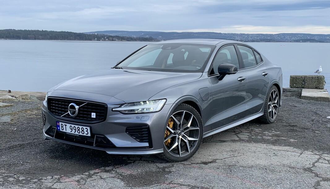 MÅLER FEIL: 2022-modellen av blant andre ladehybriden Volvo S 60 har bensintank av plast som kan gi feil på tankmåleren.