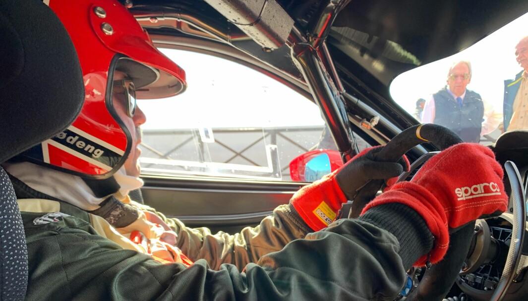 """<span class=""""font-weight-bold"""" data-lab-font_weight_desktop=""""font-weight-bold"""">FERRARI-RITTET: </span>Leif Lødeng har bokstavelig talt lang fartstid som Ferrari-nyter. Han kjøpte sine første Ferrari ny i 2001 og har siden ikke sett seg tilbake."""