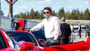 """<span class=""""font-weight-bold"""" data-lab-font_weight_desktop=""""font-weight-bold"""">FERRARI-RITTET:</span> Leif Lødeng har slitt mer Ferrari enn de fleste og føler seg hjemme når han kan kjøre italienerne på offentlig vei eller på lukket racingbane."""