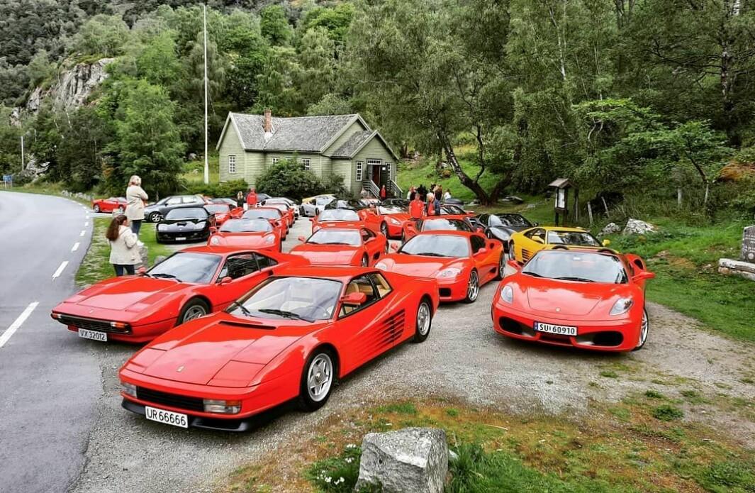 """<span class=""""font-weight-bold"""" data-lab-font_weight_desktop=""""font-weight-bold"""">FERRARIFEST:</span> Sommeren 2020 besøkte et stort antall Ferrari-entusiaster områdene omkring Lærdal. En så rik samling Ferrari hadde knapt tidligere besøkt Sogn."""