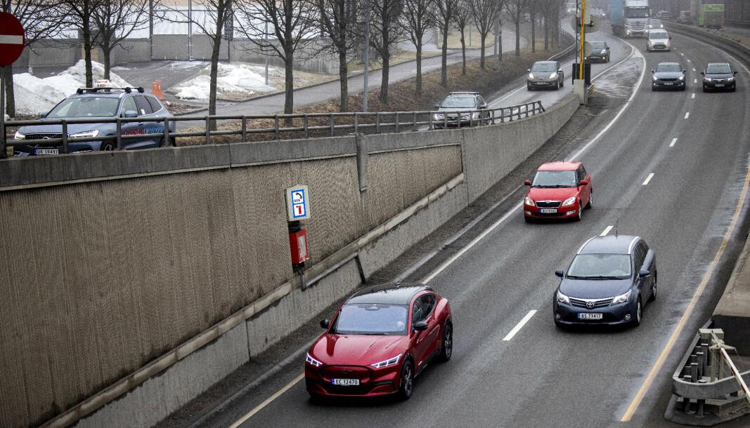 FLERE PÅ VEIEN: Elbilinsentivene bidrar til mer bilkjøring, mener TØI-forsker