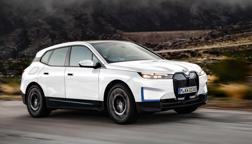 FORNYELSE: Det er sjelden BMW går såpass langt i å endre stil som de har gjort med sin nye el-SUV, iX. Det er tydelig at dette er noe helt nytt.
