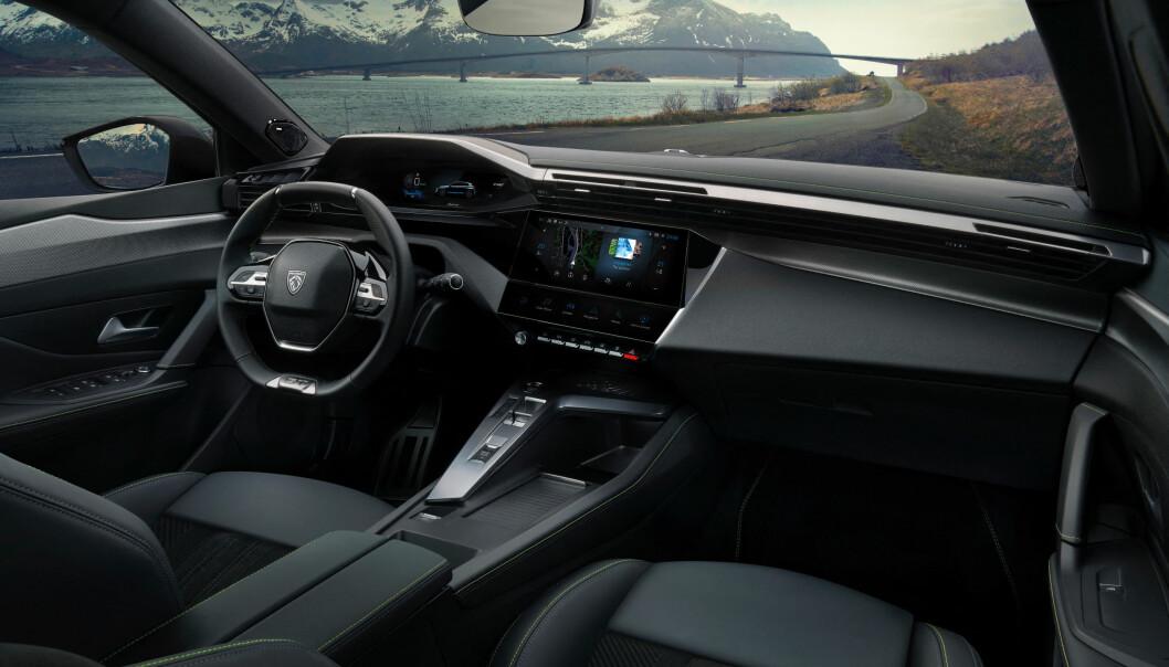 UNIKT: Peugeot-interiørene er noe helt for seg selv i bilverdenen. i-Cockpit med lite, sporty ratt og instrumentene i siktlinjen er blitt et av den franske bilprodusentens kjennemerker.