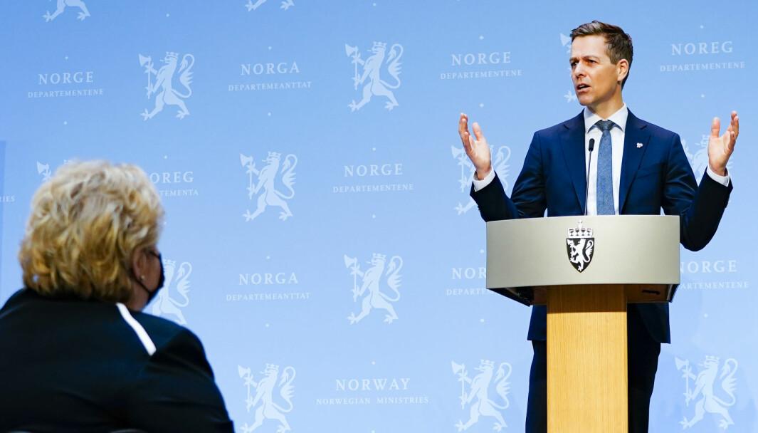 NYE MILLIARDER: Samferdselsminister Knut Arild Hareide og statsminister Erna Solberg setter rekord i bompengeinnkreving.