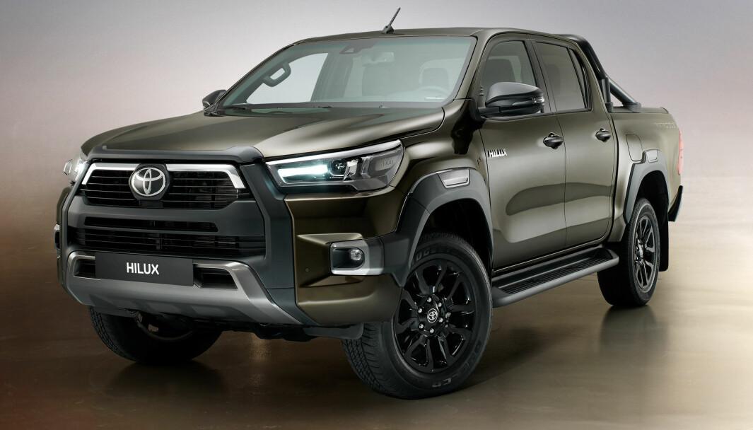 PLUKKER OPP KUNDER: Toyota Hilux ble vist i oppdatert utgave i 2020, og nå har utleveringen startet i Norge.