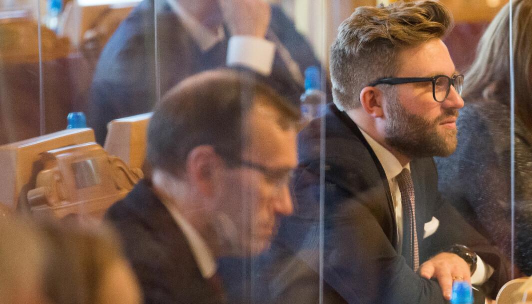 VAG STØTTE: Saksordfører Stefan Heggelund (H) henter støtte fra Ap og Espen Barth Eide (foran) for å tredoble CO2-avgiften.