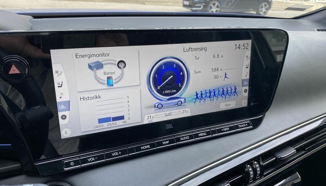"""<span class=""""font-weight-bold"""" data-lab-font_weight_desktop=""""font-weight-bold"""">MAGADRAG:</span> Infoskjermen viser hvor mye luft bilen har renset."""